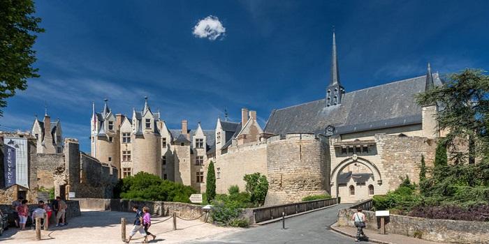Où se rendre pour le tourisme quand on campe à Montreuil-Bellay ?