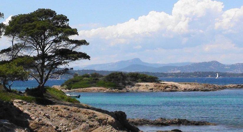 Camper sur un archipel : la destination Hyères est indiquée