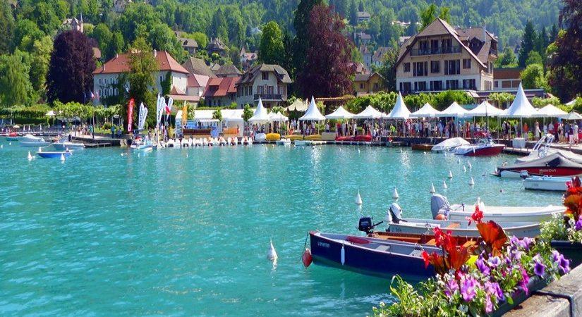 En camping à Annecy, quels sites naturels explorer ?
